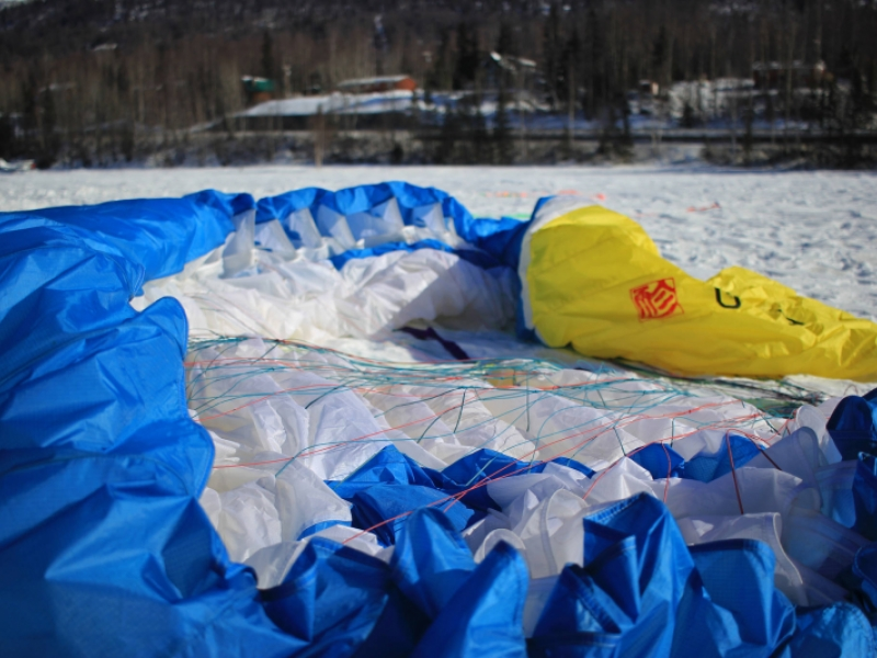 Spring weather pulls paragliders to Eagle River | The Alaska